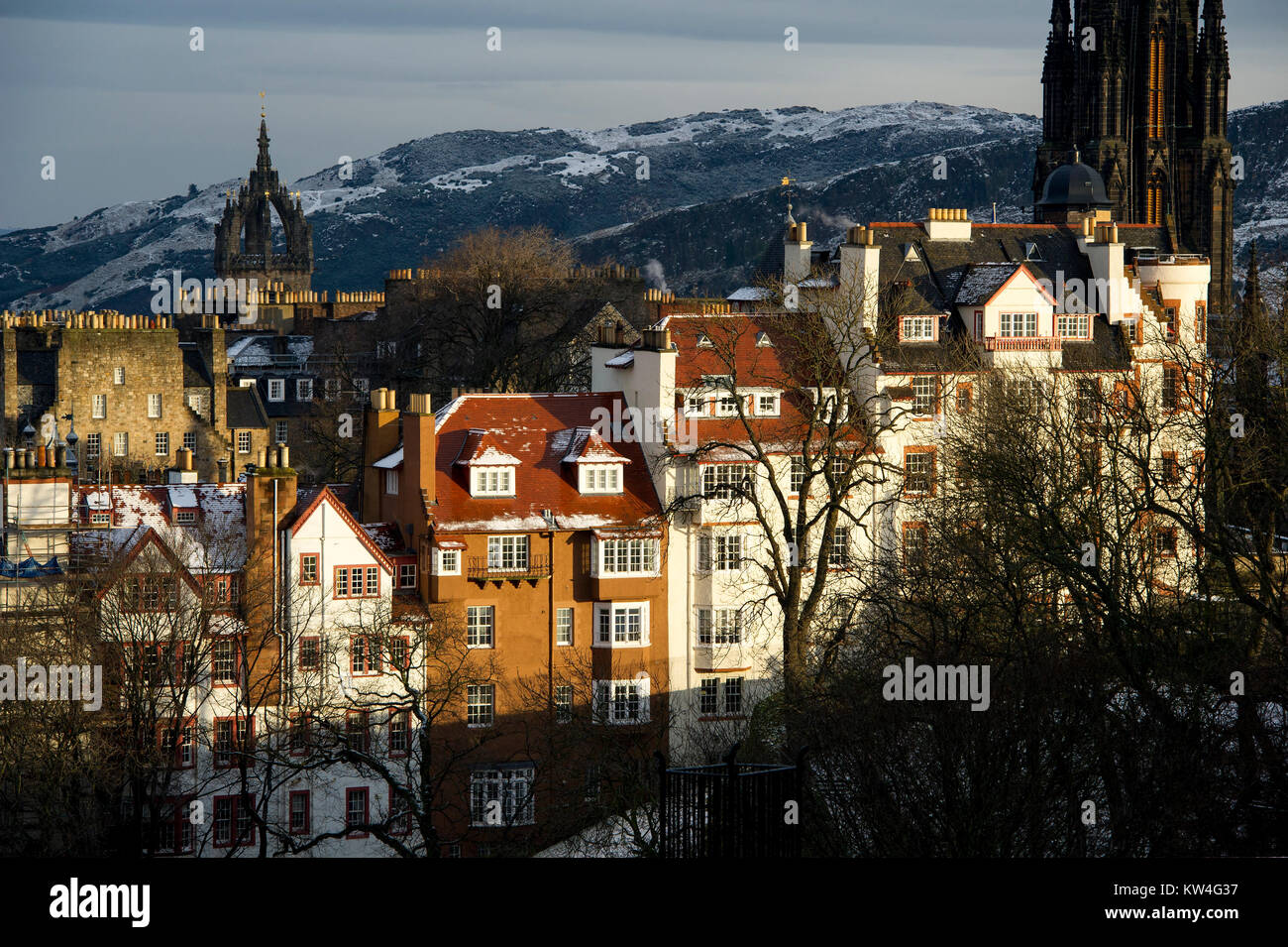 ramsay-garden-below-edinburgh-castle-in-