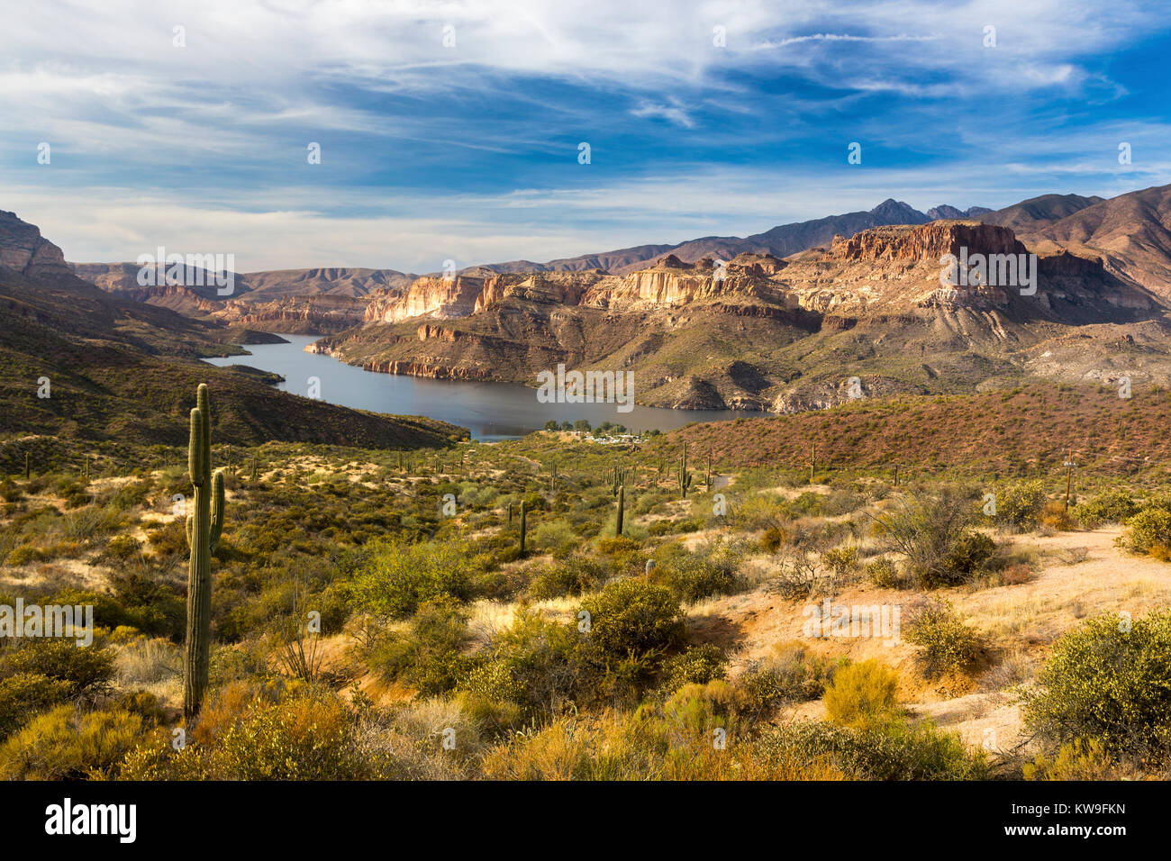 apache-lake-distant-scenic-desert-landsc