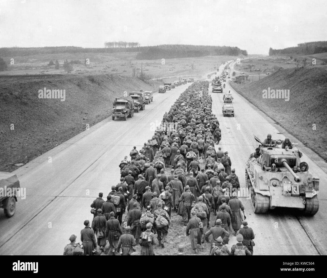 Thousands of German prisoners march along the Autobahn near Giesson, northwest of Frankfurt. In the opposite direction - Stock Image