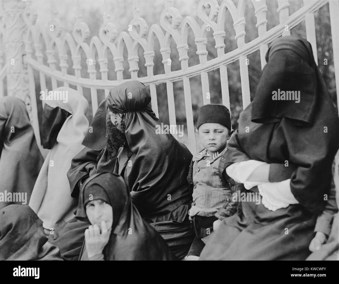 Veiled Islamic women in Constantinople in 1919. In the 1920s, the new Turkish leader, Kemal Ataturk, allowed women - Stock Image