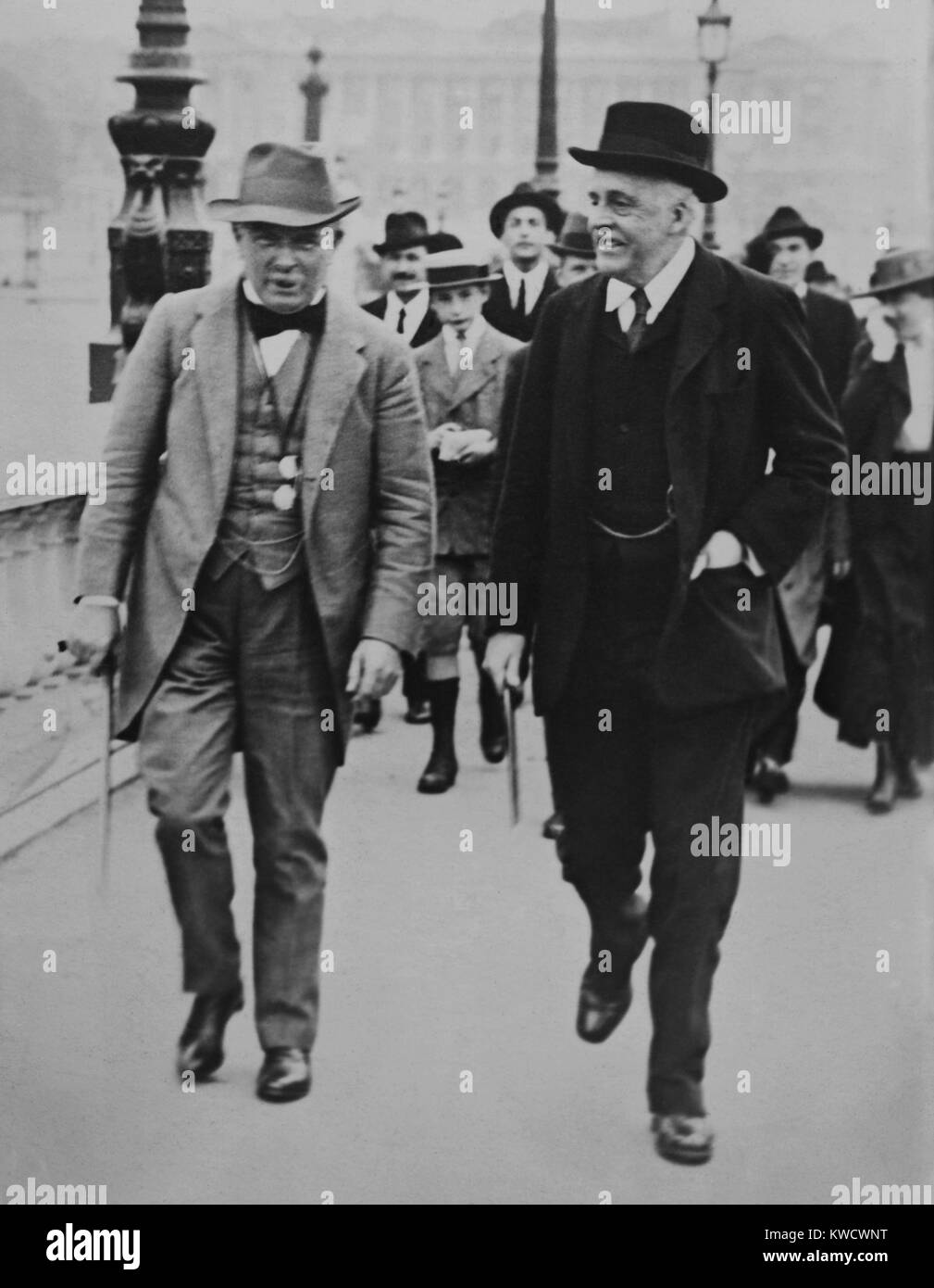 British Prime Minister David Lloyd George and Foreign Minister Arthur Balfour in Paris, July 1917. They were attending - Stock Image