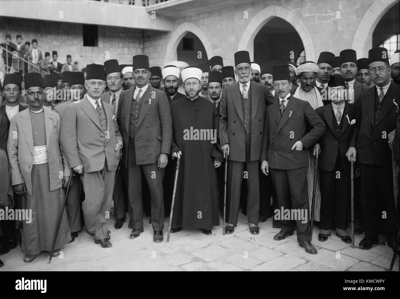 An Arab protest delegation going to London in Dec. 1929. Front row: 2nd from left, Raghib al-Nashashibi; 4th from - Stock Image
