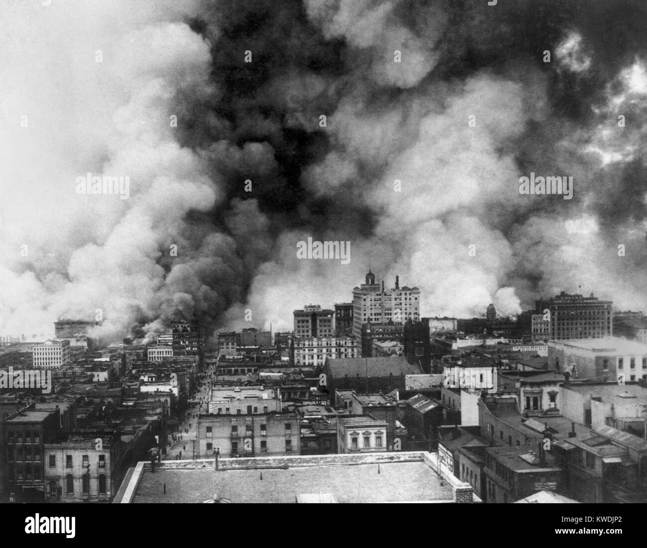 San Francisco in flames after April 18, 1906 earthquake. View includes the area east of Sansome Street, north of - Stock Image