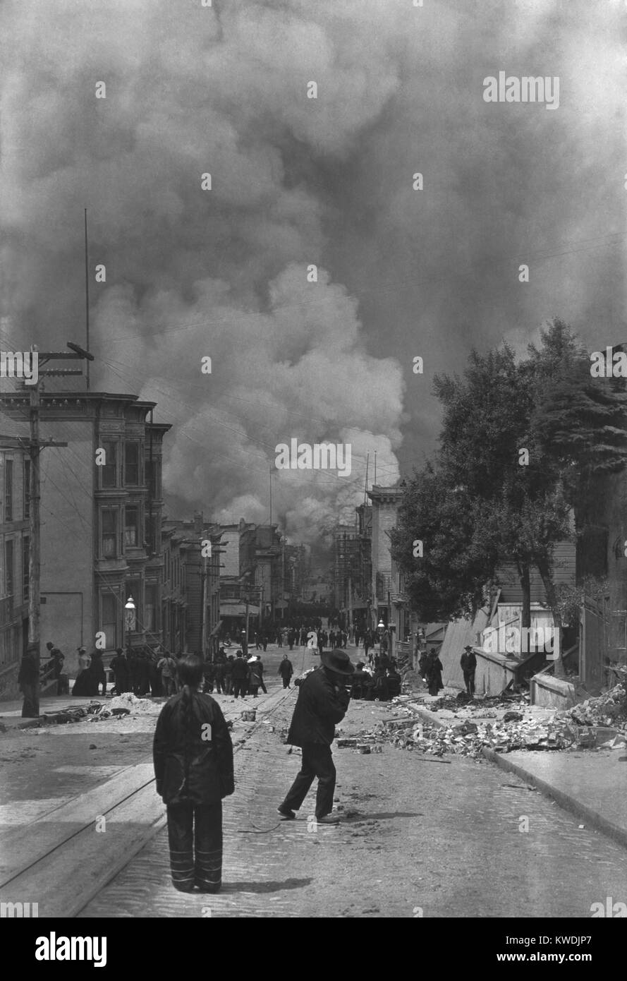 Chinese residents of San Francisco watching the fire following the earthquake of April 18, 1906. In the distance - Stock Image