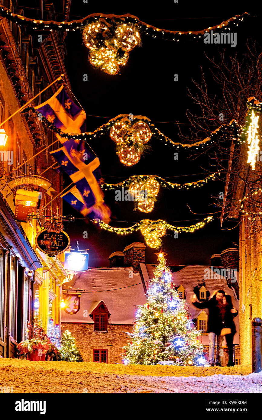 christmas-decorations-and-fresh-snow-in-quebec-citys-petit-champlain-KWEXDM.jpg