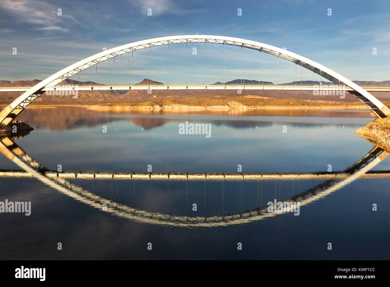 roosevelt-lake-and-bridge-viewpoint-an-e