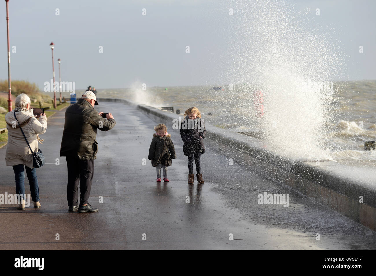 storm-eleanor-and-a-high-tide-pushed-the-thames-estuary-waves-over-KWGE17.jpg