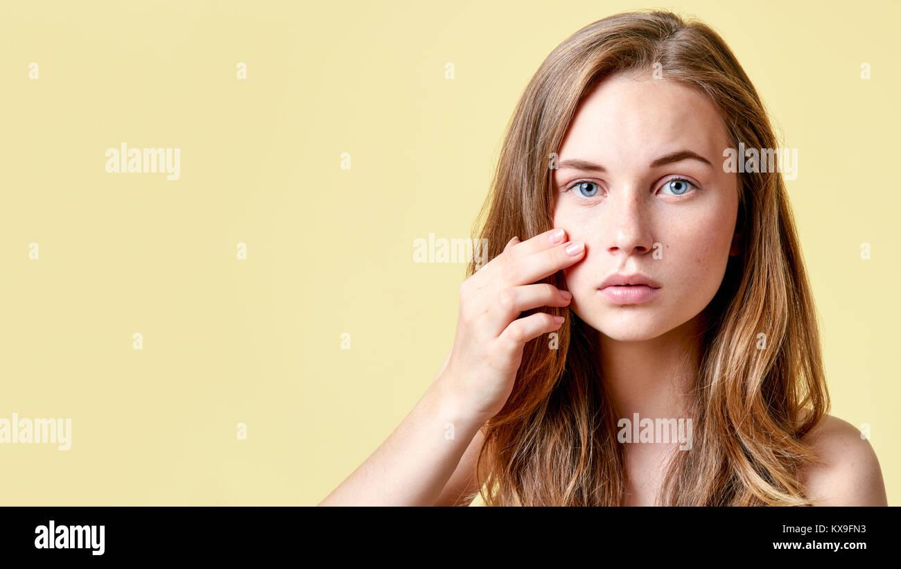 teen-redhead-sits-hotsexstep