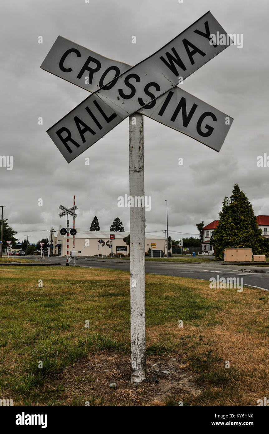 railway-crossing-sign-in-rakaia-south-island-new-zealand-the-railway-KY6HN0.jpg