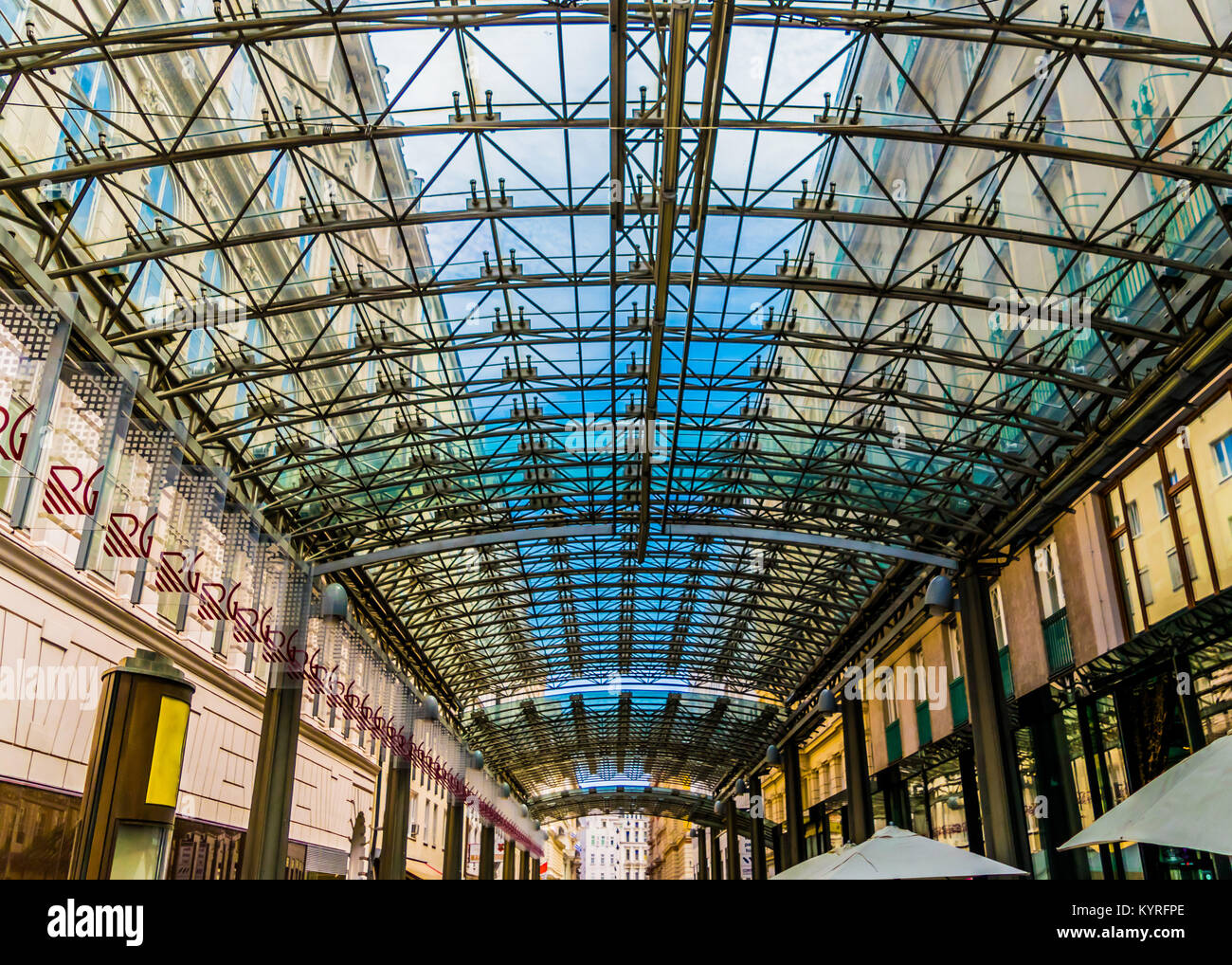 Modern architecture detail, steel and glass ceiling. Patterned glass ceiling covers gallery between older buildings. - Stock Image