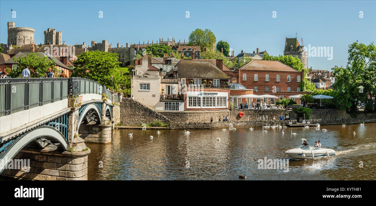 Thames River at Windsor Bridge which forms the boundary to Eton, Berkshire, England. Stock Photo