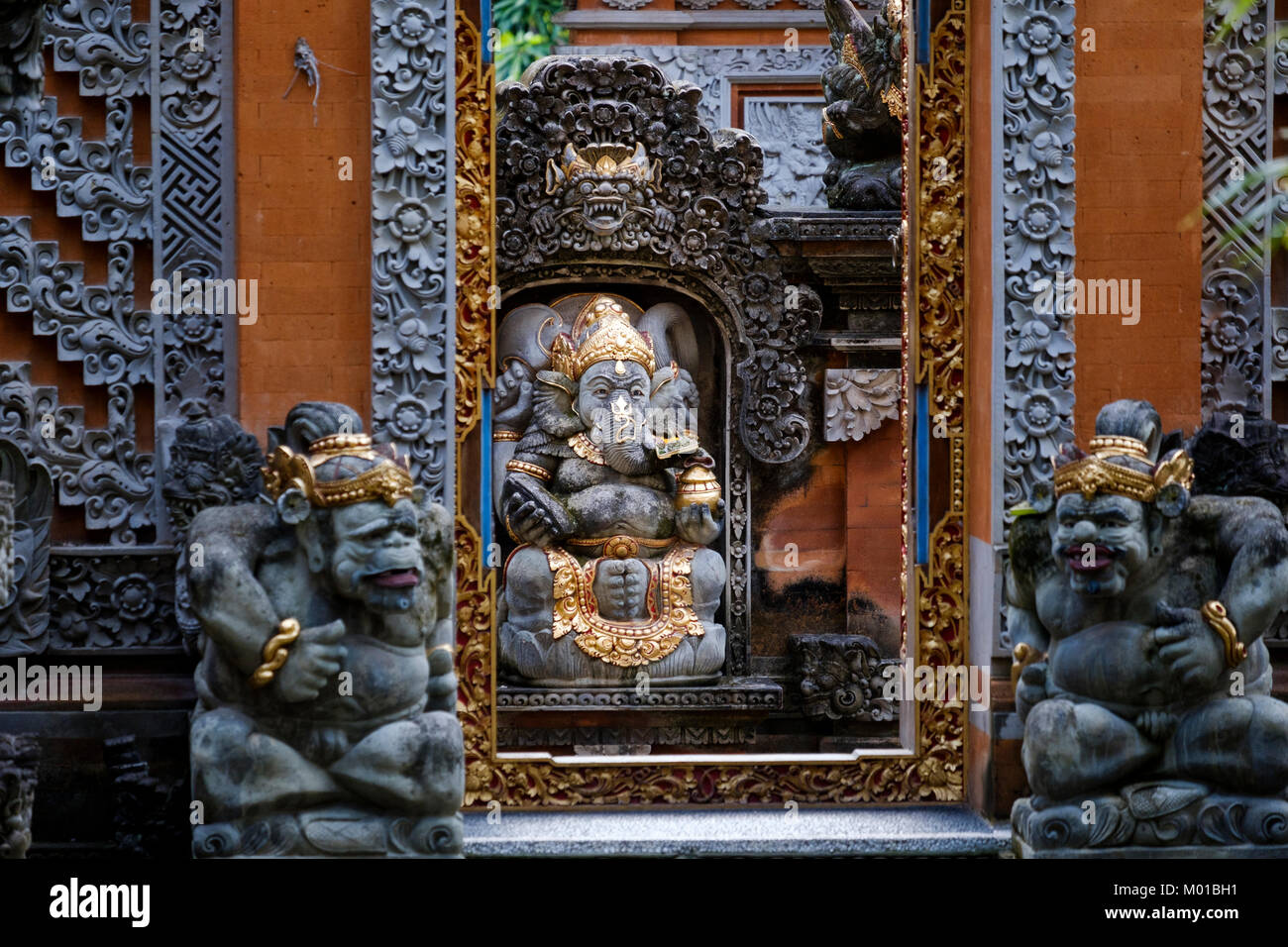 Entrance to Balinese-style house with statue of Ganesh (elephant-headed god), Ubud, Bali, Indonesia. - Stock Image