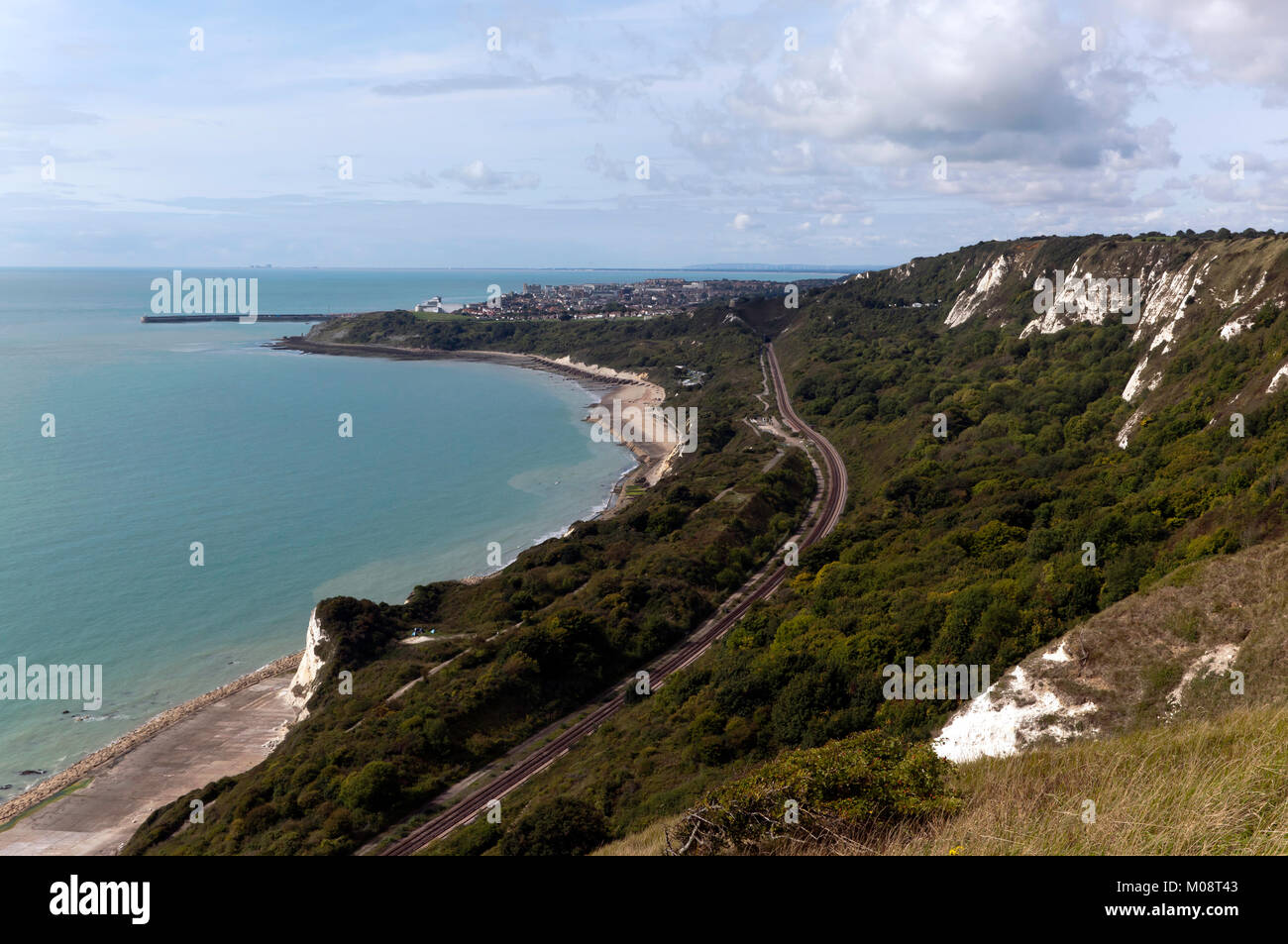 cliff-top-view-taken-from-capel-le-ferne-looking-towards-the-town-M08T43.jpg
