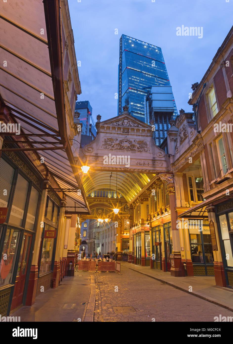 LONDON, GREAT BRITAIN - SEPTEMBER 18, 2017: The Leadenhall market and Leadenhall tower at dusk. - Stock Image