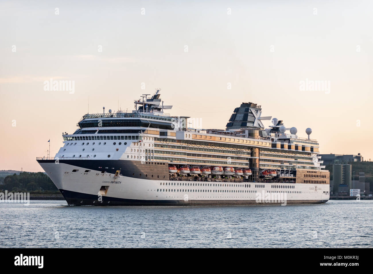 cruise-liner-celebrity-infinity-approaches-the-dock-in-cobh-ireland-M0KR3J.jpg