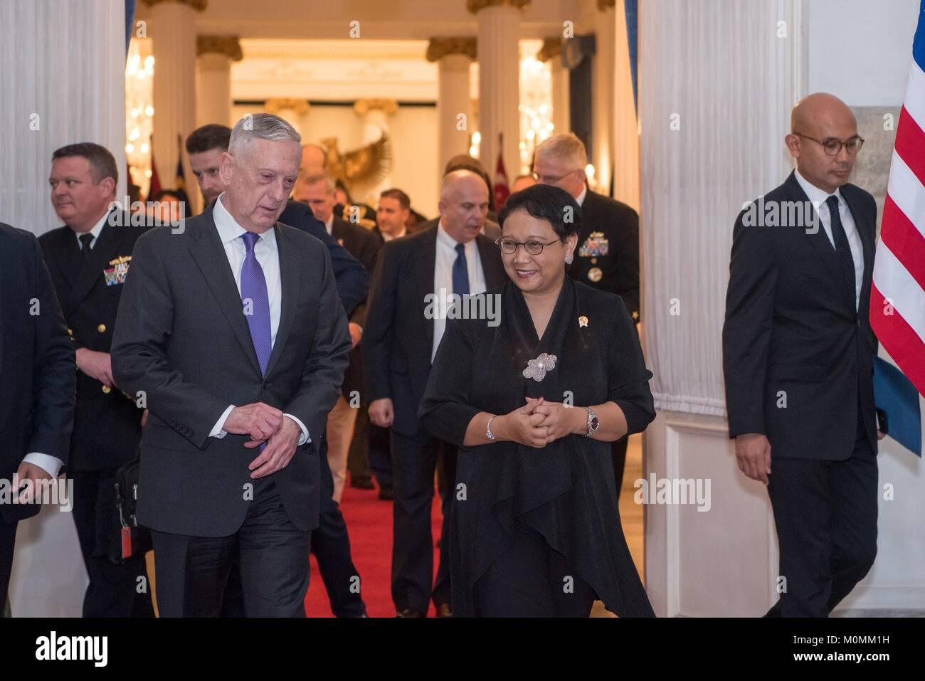 Jakarta, Indonesia. 22nd Jan, 2018. U.S. Defense Secretary James Mattis, left, walks with Indonesian Foreign Minister - Stock Image
