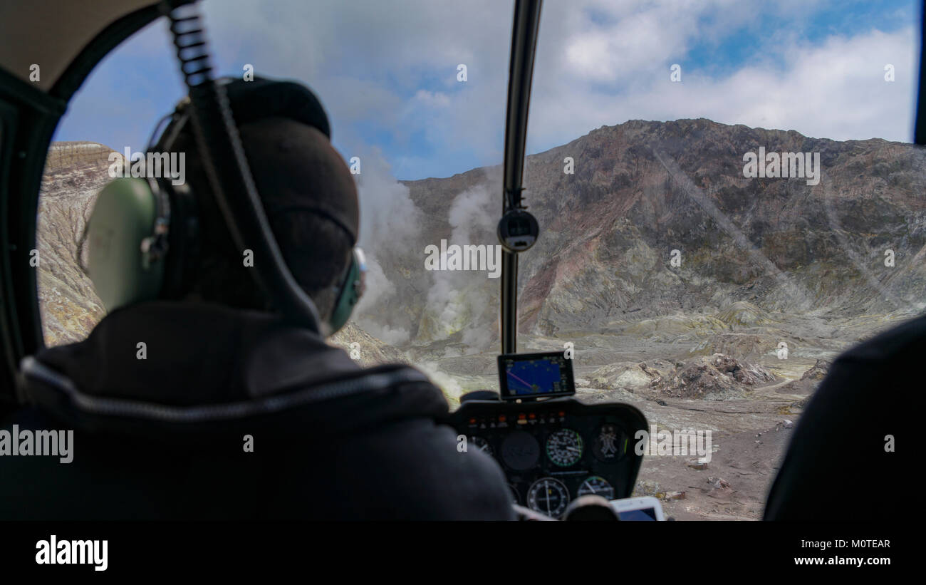 Getting ready to land on the White Island / Whakaarian volcano on our private helicopter trip. Near Turanga, New - Stock Image