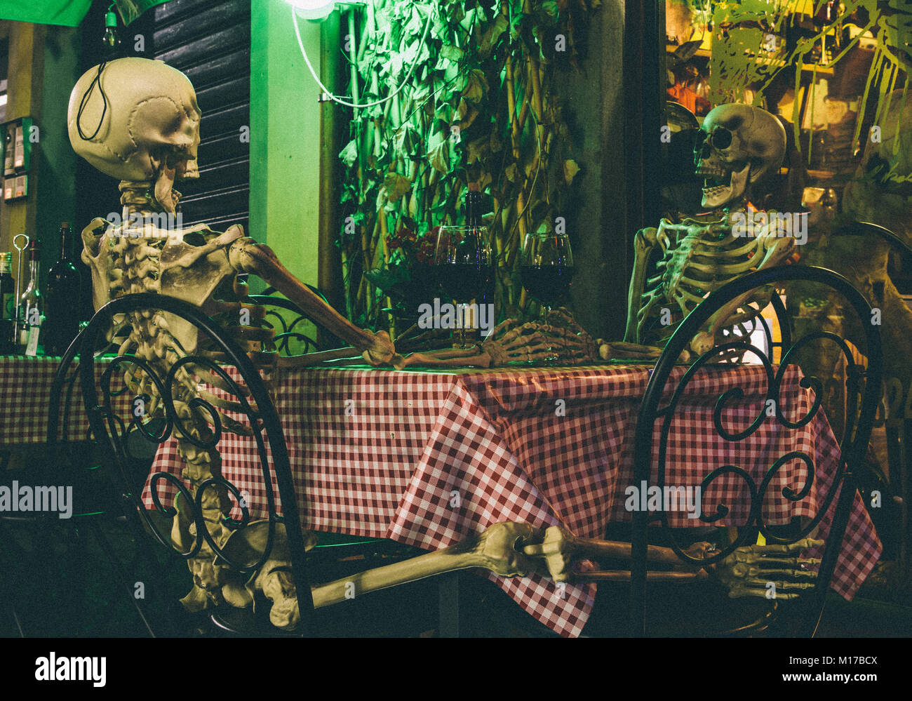 skeletons-on-a-date-halloween-concept-M17BCX.jpg
