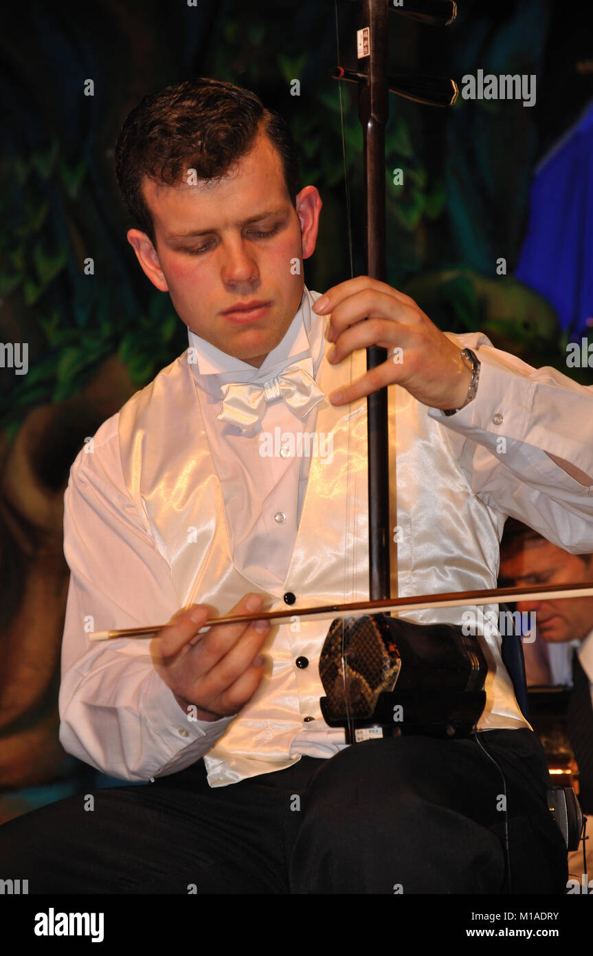 Man playing two-string chinese violin, the erhu - Stock Image