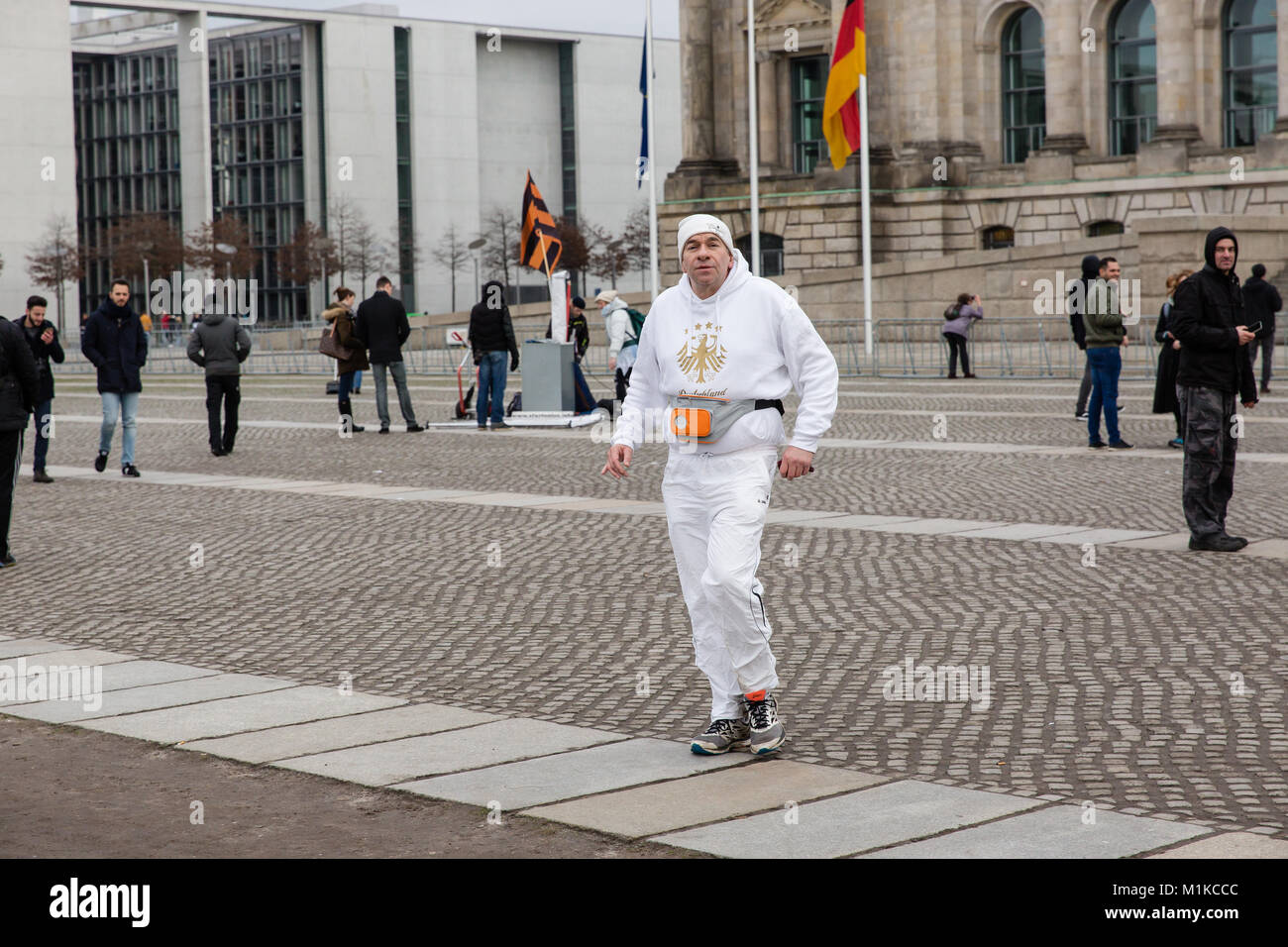 man-jogging-in-front-of-the-reichstag-bu