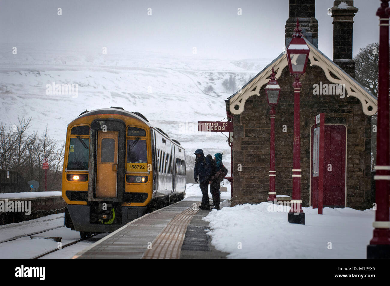 Passengers wait at Gardale Train Station in the Yorkshire Dales, UK. - Stock Image