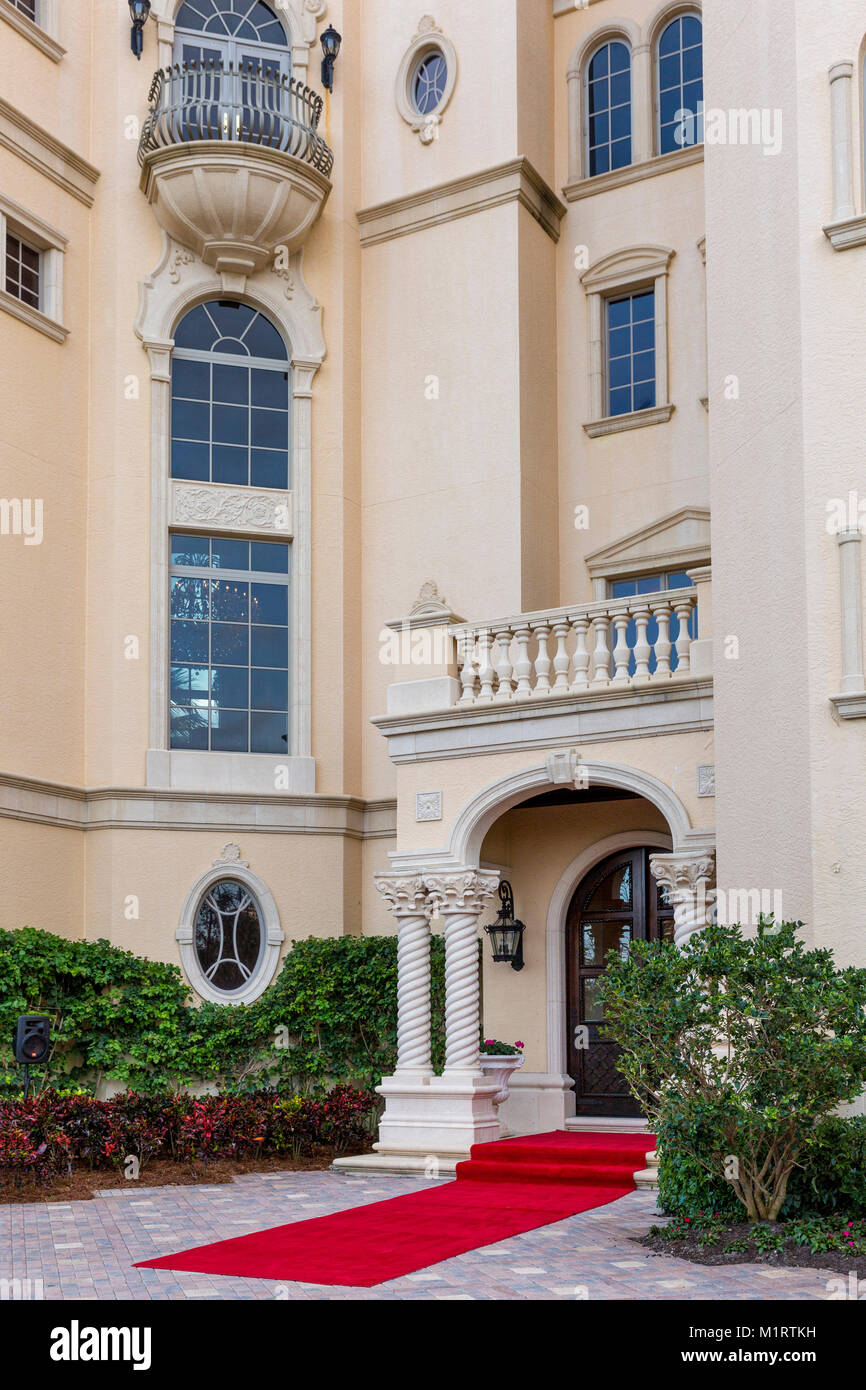 Front of typical wealthy beach front residence Naples, Florida, USA - Stock Image
