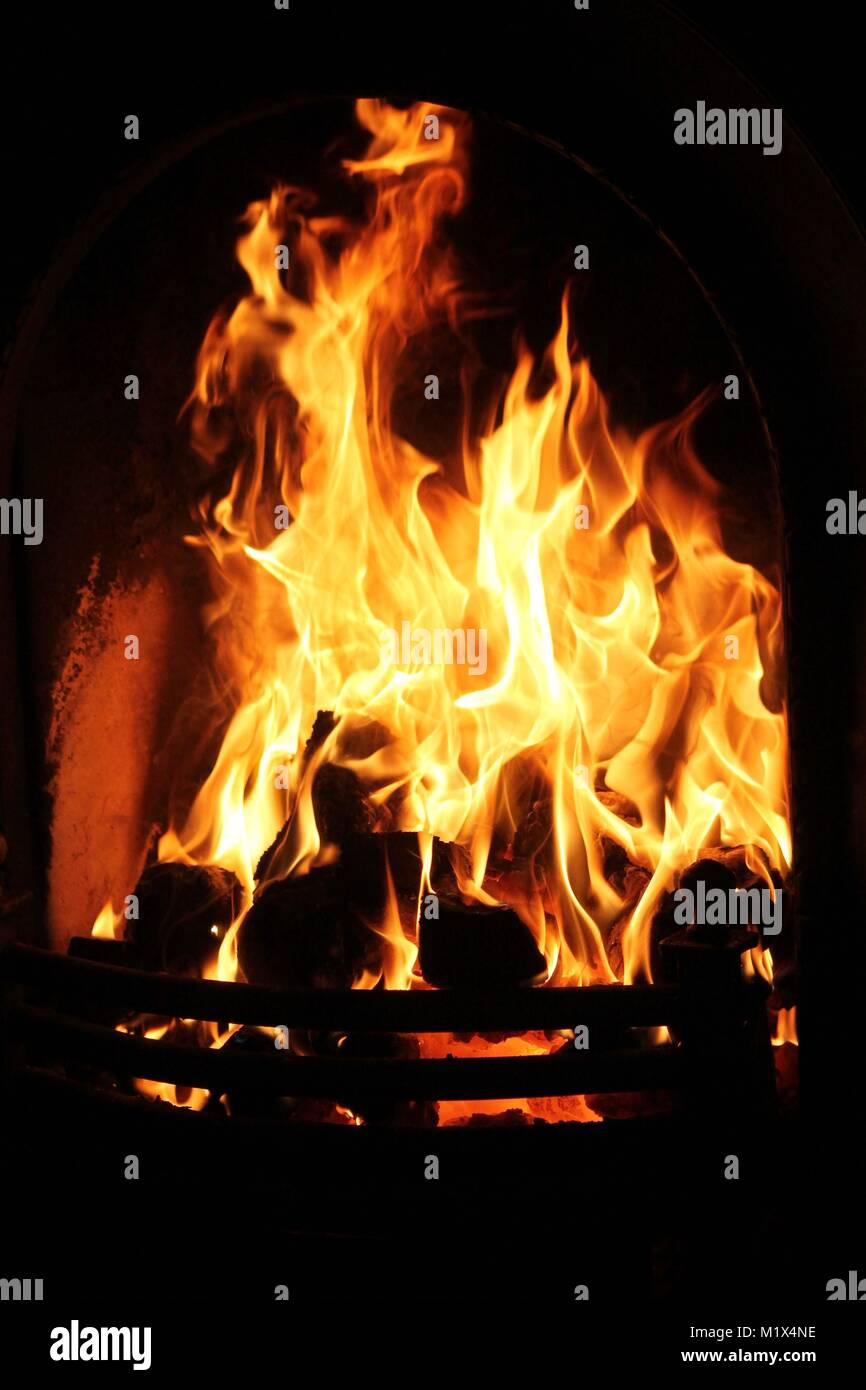 coal-fire-burning-in-domestic-grate-or-fireplace-or-fire-place-at-M1X4NE.jpg