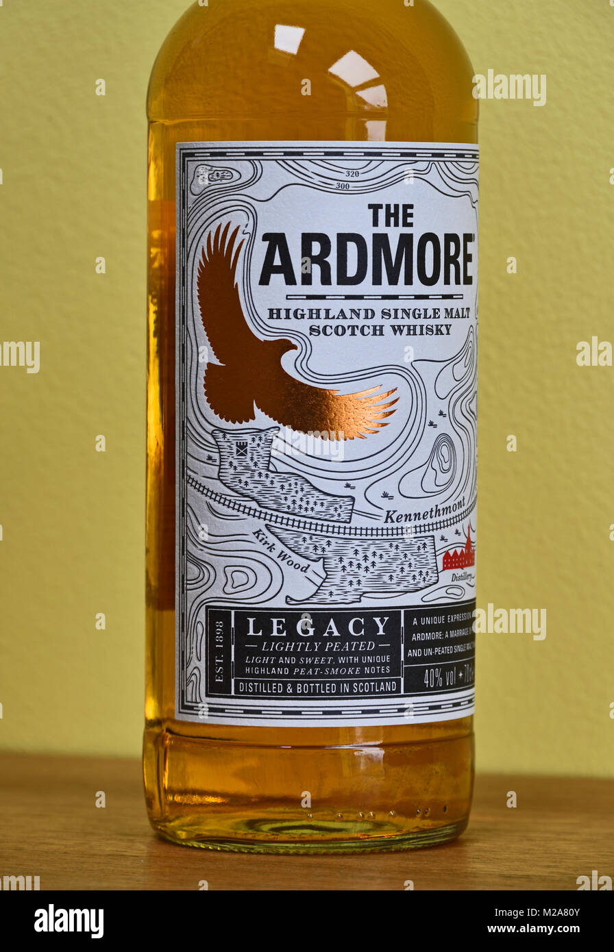 detail-of-label-on-bottle-of-the-ardmore-legacy-highland-single-malt-M2A80Y.jpg