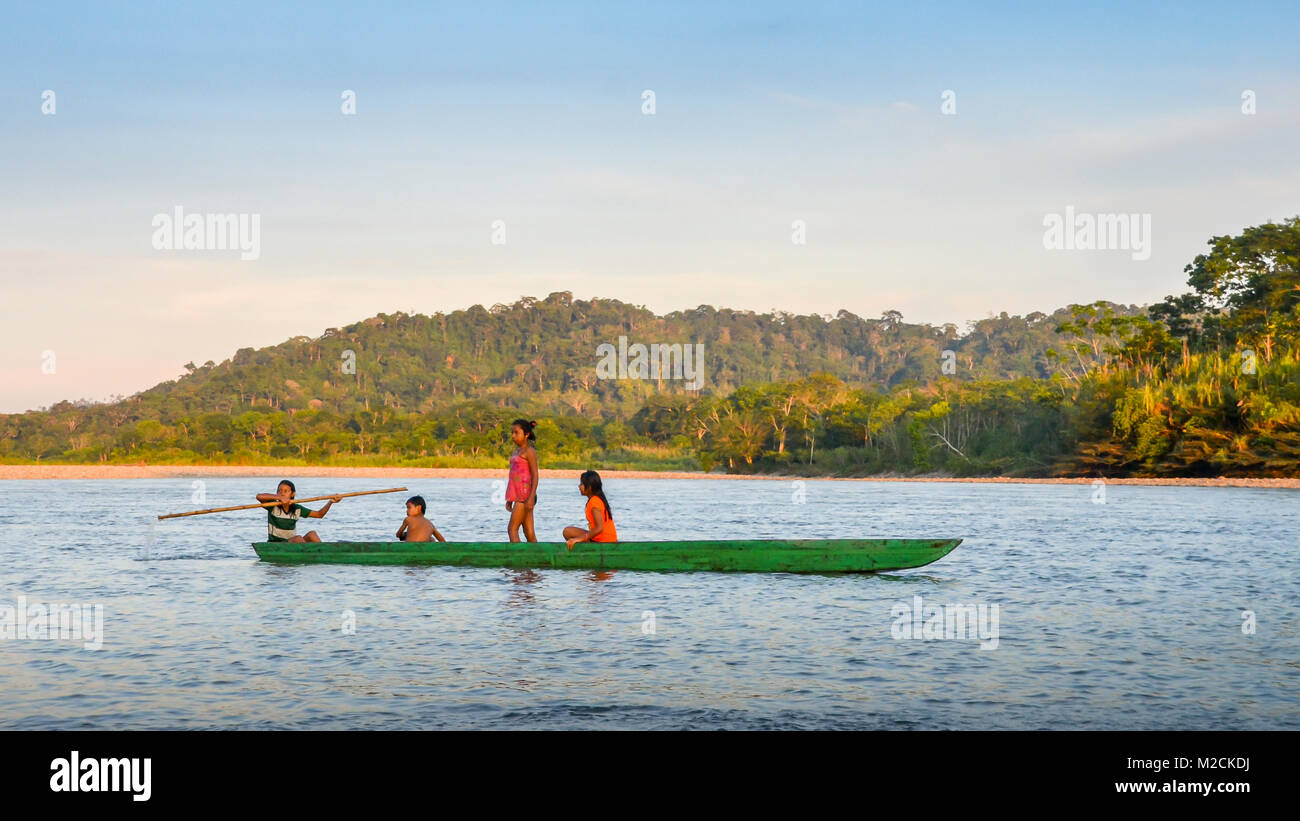local-quechua-tribe-teenagers-in-the-ecuadorian-amazon-on-a-canoe-M2CKDJ.jpg