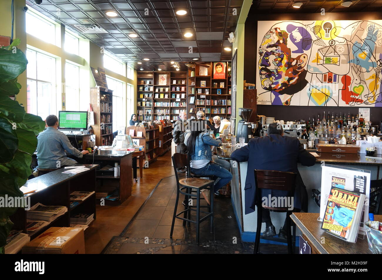 usa-washington-dc-food-busboys-and-poets-restaurant-bar-cafe-and-bookstore-M2H39F.jpg