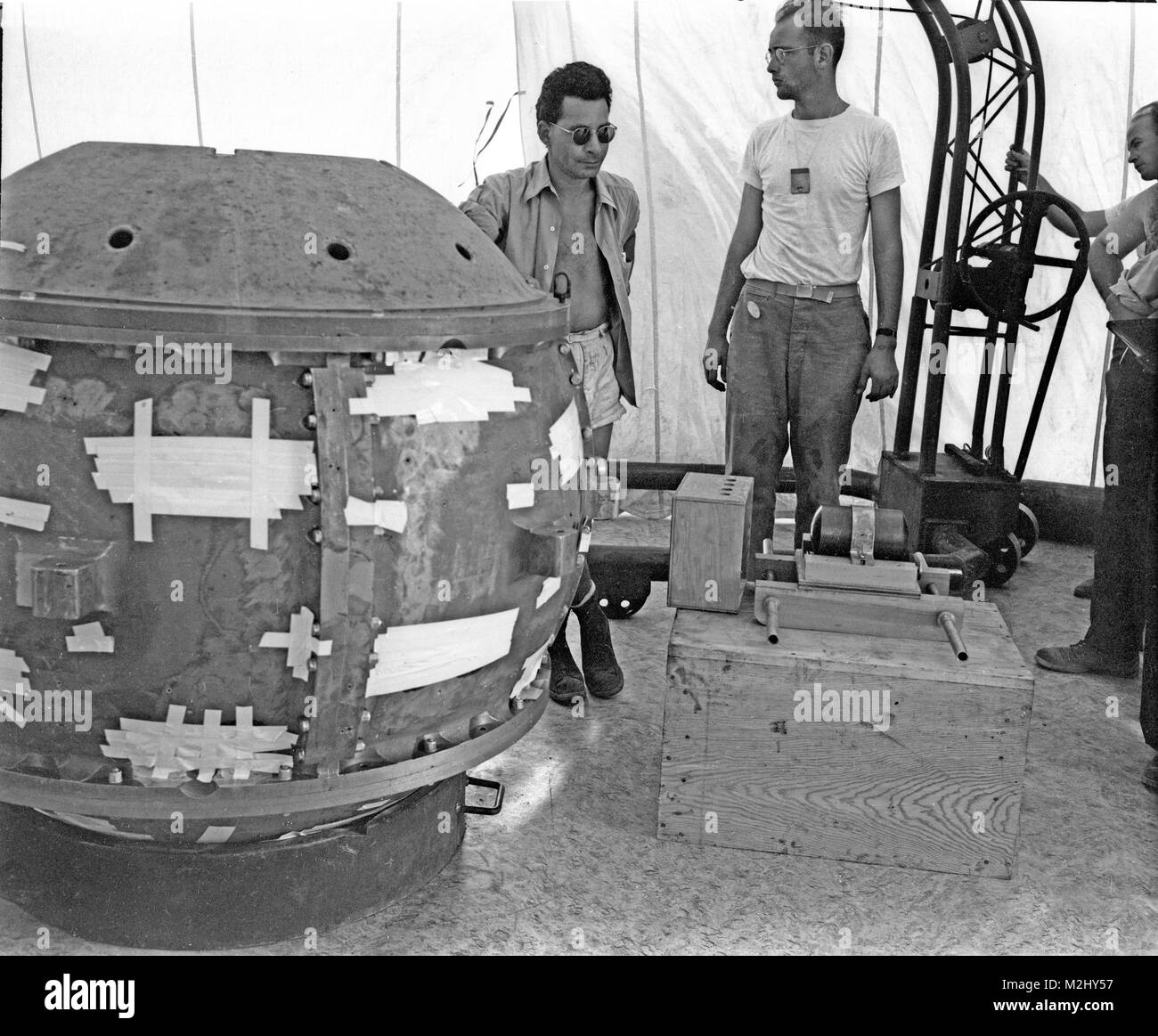 Trinity Test Site, Louis Slotin at Test Tower, 1945 Stock Photo