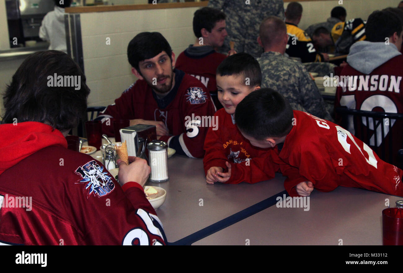 Goble brothers meet the Ice Dogs by 1 Stryker Brigade Combat Team Arctic Wolves - Stock Image