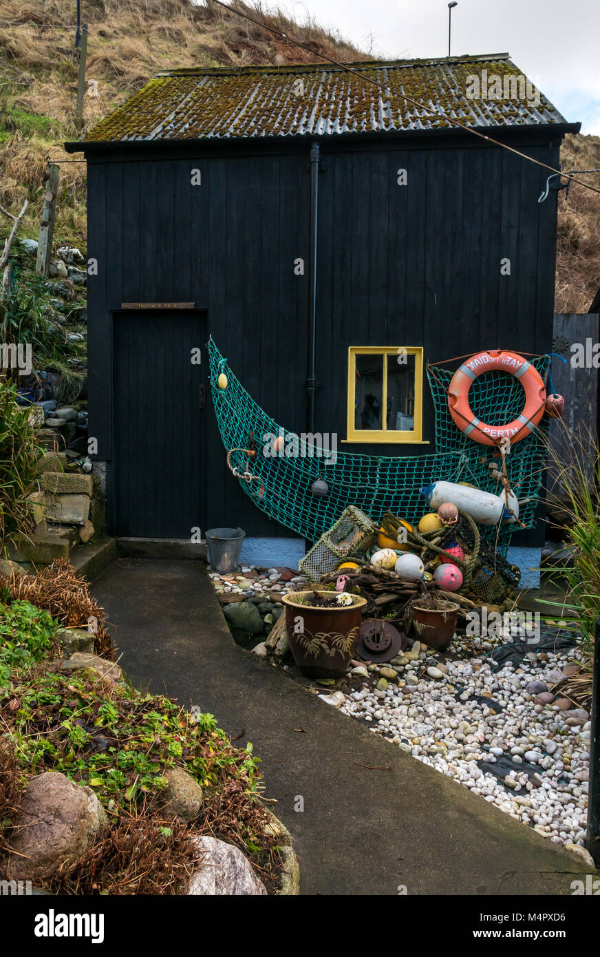 small-net-store-or-shed-with-lifebelt-an