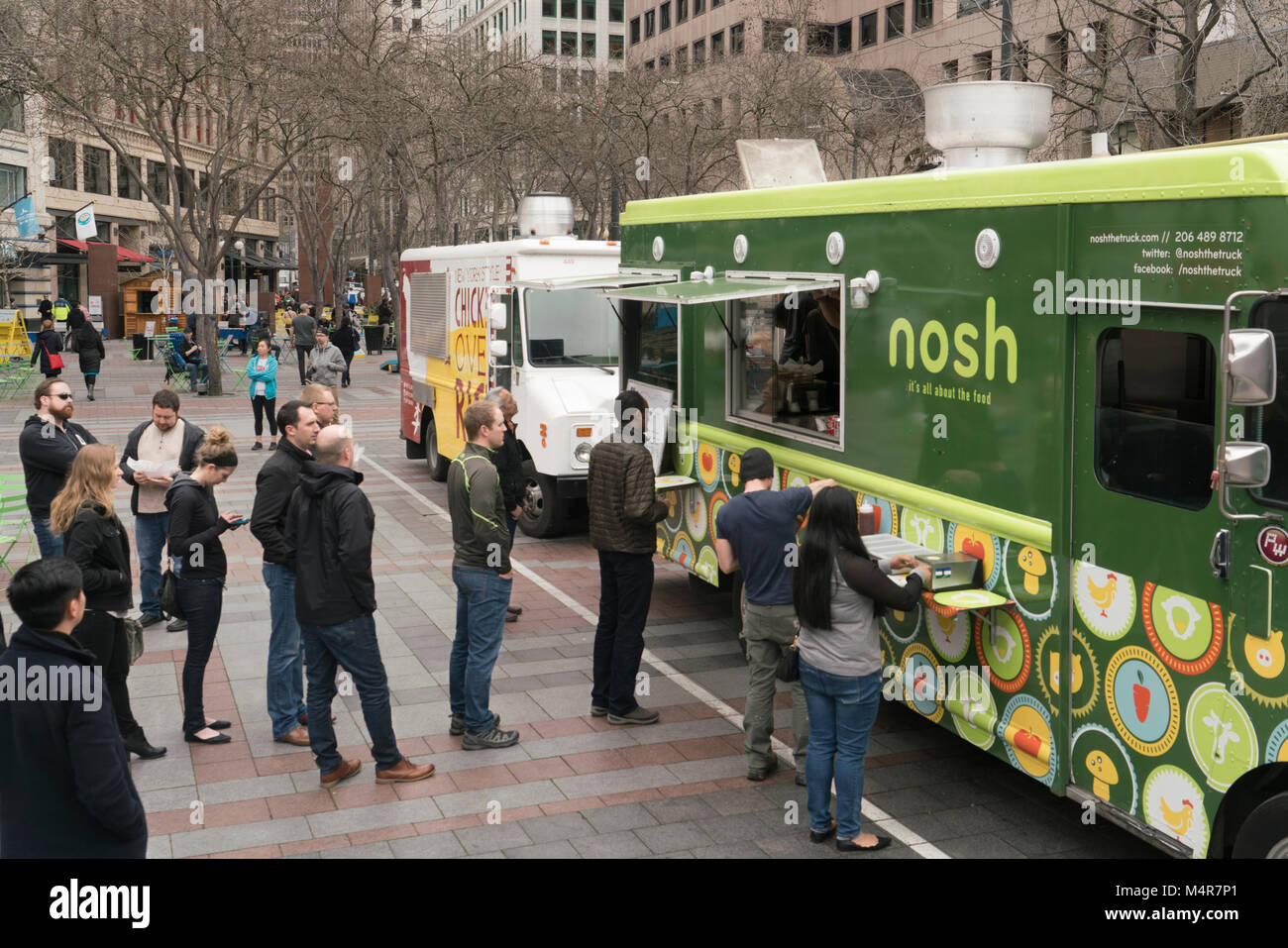 Buying lunch from a food truck, Westlake Park, Seattle, Washington, USA - Stock Image