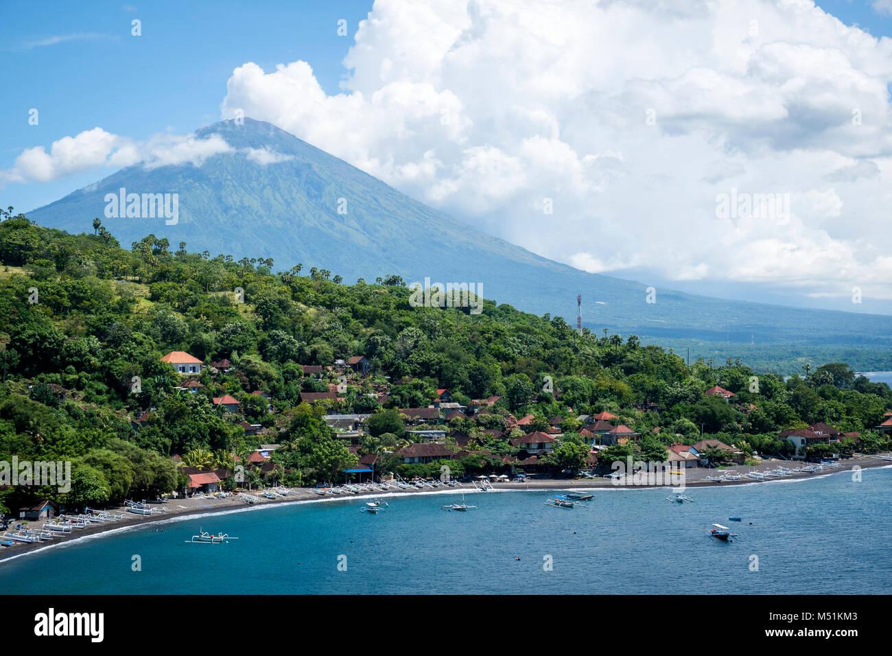 Jemeluk Beach and Gunung Agung volcano seen from Jemeluk Viewpoint, Karangasem Regency, Bali, Indonesia. - Stock Image