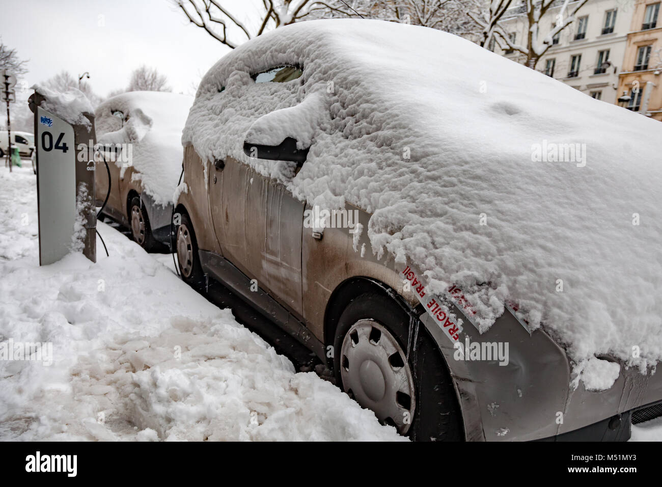 Autolib carsharing car stuck under the snow in Paris - Stock Image