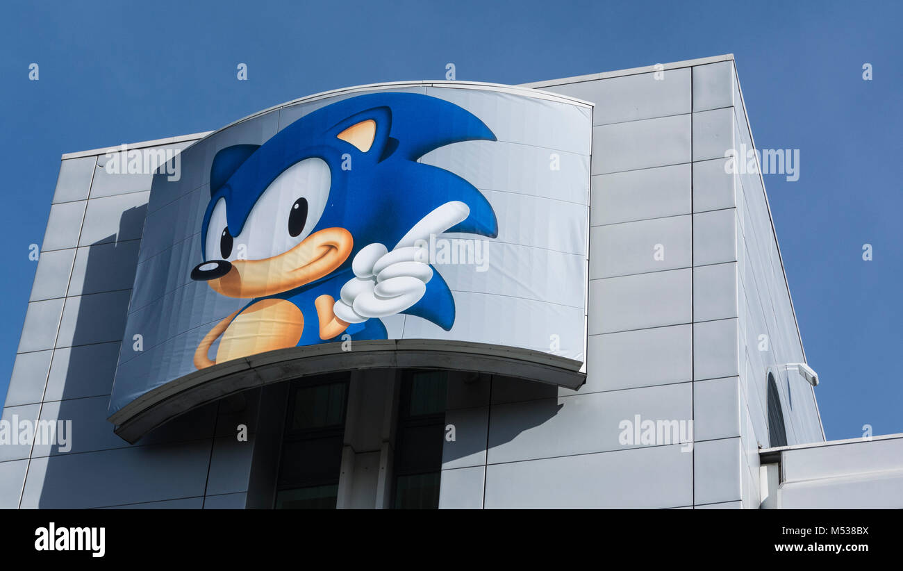Sonic the Hedgehog on SEGA Europe HQ, 27 Great West Road, Brentford, Middlesex, UK Stock Photo