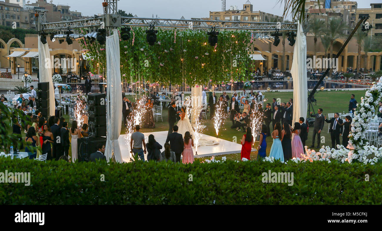 evening-or-night-time-view-of-a-wedding-party-outside-in-the-grounds-M5CFKJ.jpg