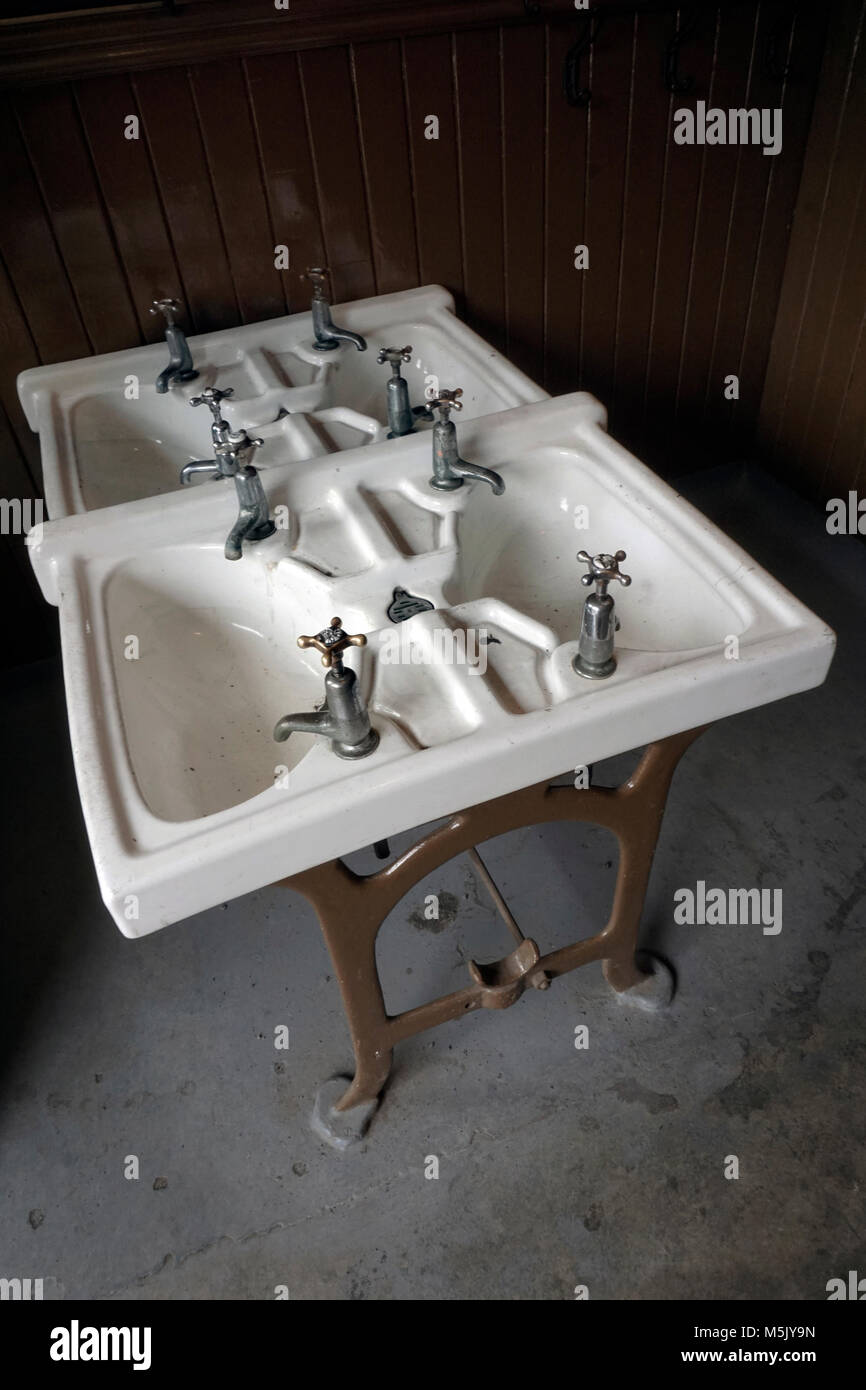 vintage primary school wash hand basins - Stock Image