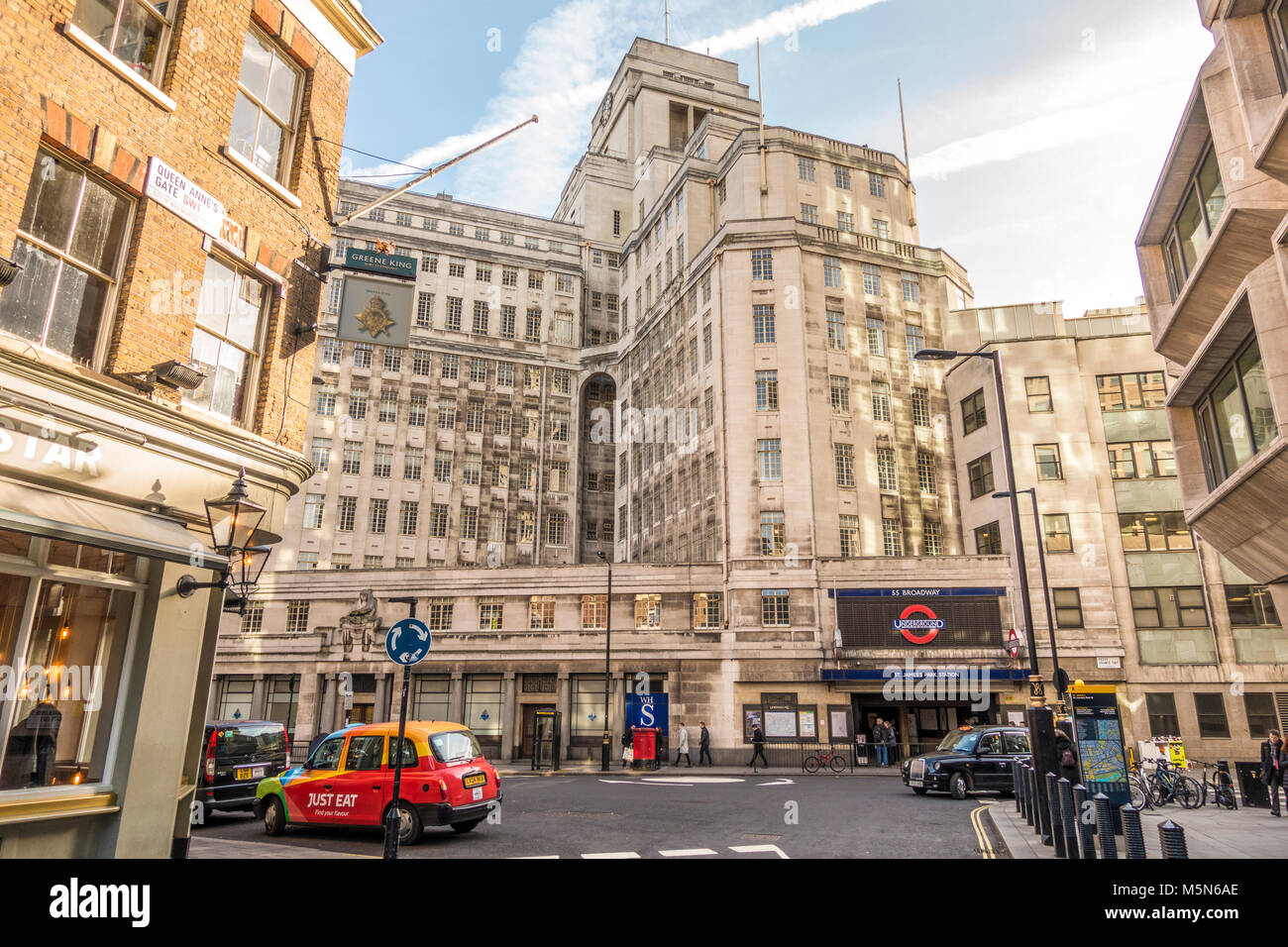 St James's Park underground tube station and the art deco period building above, 55 Broadway (London's first - Stock Image