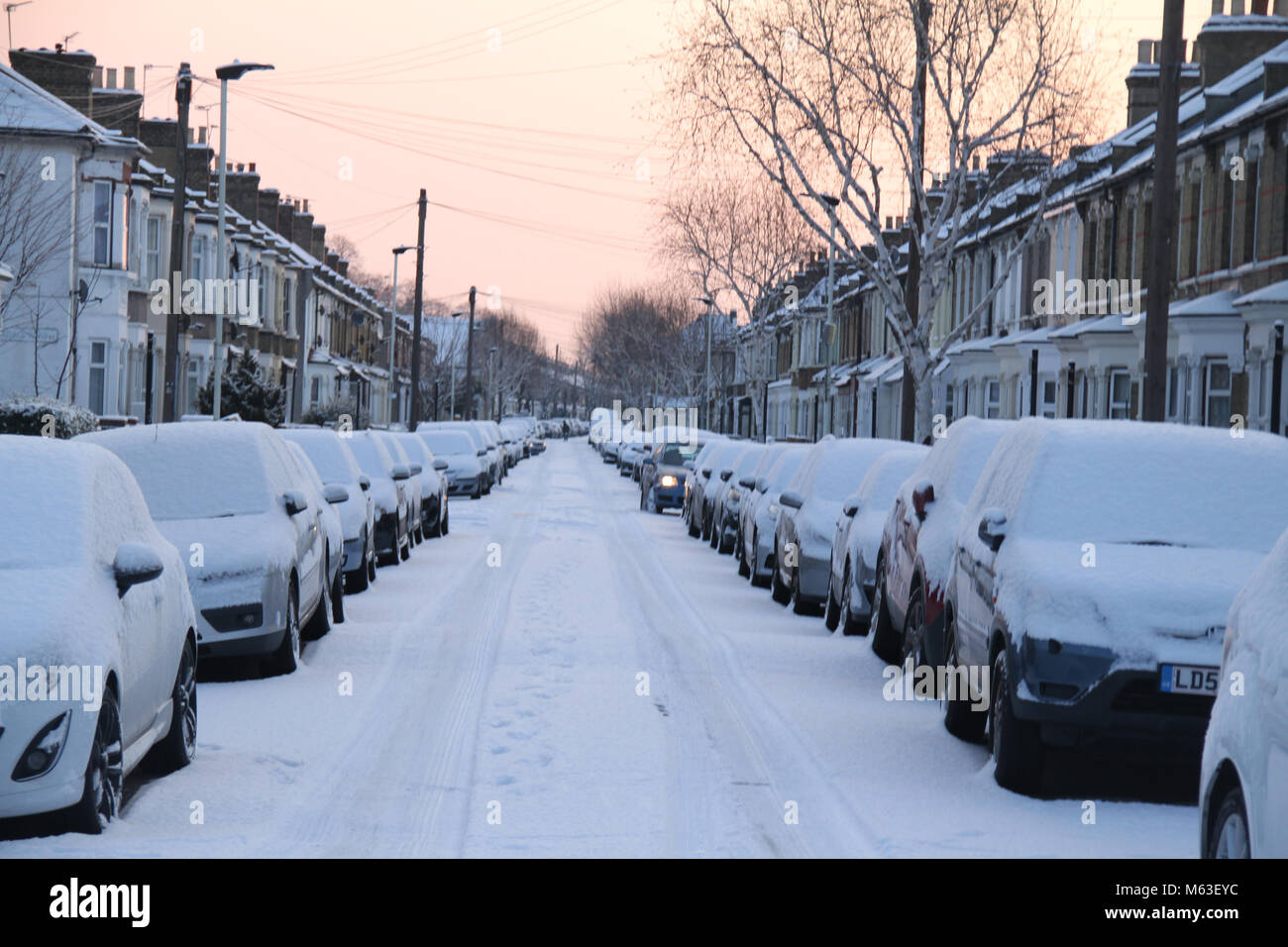 London, UK. 28th Feb, 2018. UK Weather: Streets of East London were covered with snow following a shower on 28 February. - Stock Image
