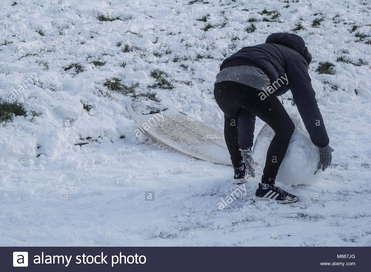 cornish-teens-surfing-in-the-snow-M667JG.jpg