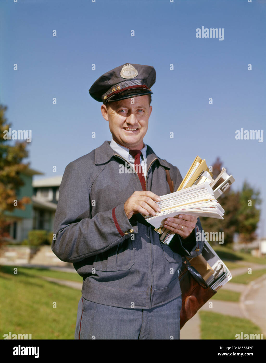 1960s PORTRAIT OF SMILING SUBURBAN MAILMAN LOOKING AT CAMERA - kp920 HAR001 HARS HEALTHINESS UNITED STATES COPY - Stock Image