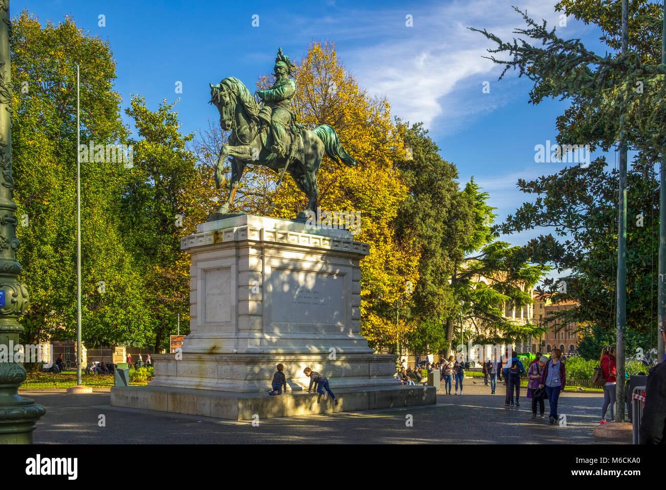 Statue of King Vittorio Emanuele II, (Victor Emmanuel) in Piazza Bra, Verona, Italy - Stock Image