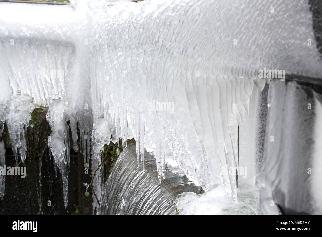 Wansford, East Yorkshire, UK. 2nd Mar, 2018. Water spray forming into large Icicles over a lock on Driffield Canal - Stock Image