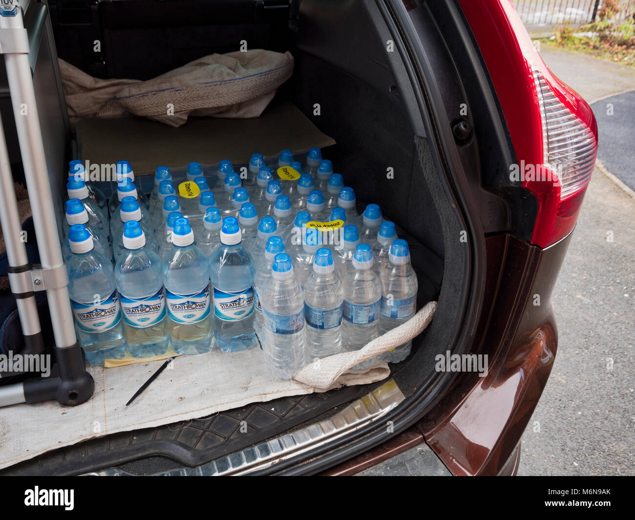 Ashbourne, UK. 5th March, 2018. 5th Mar, 2018. UK Weather; People in Ashbourne stockpile bottled water from Aldi - Stock Image