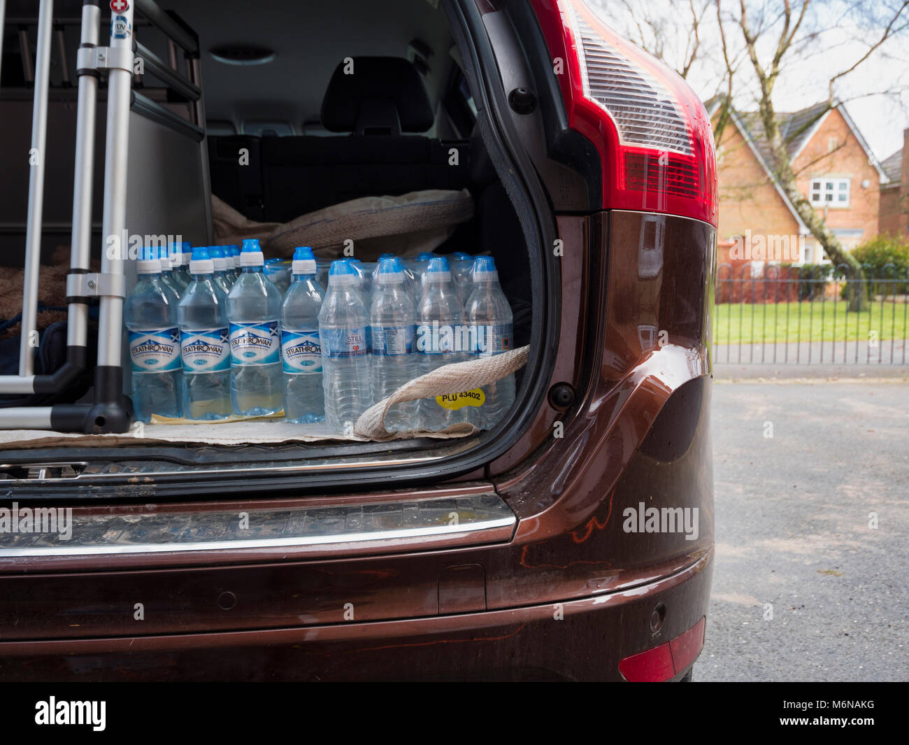 Ashbourne, UK. 5th March, 2018. UK Weather; People in Ashbourne stockpile bottled water from Aldi as the supermarkets - Stock Image