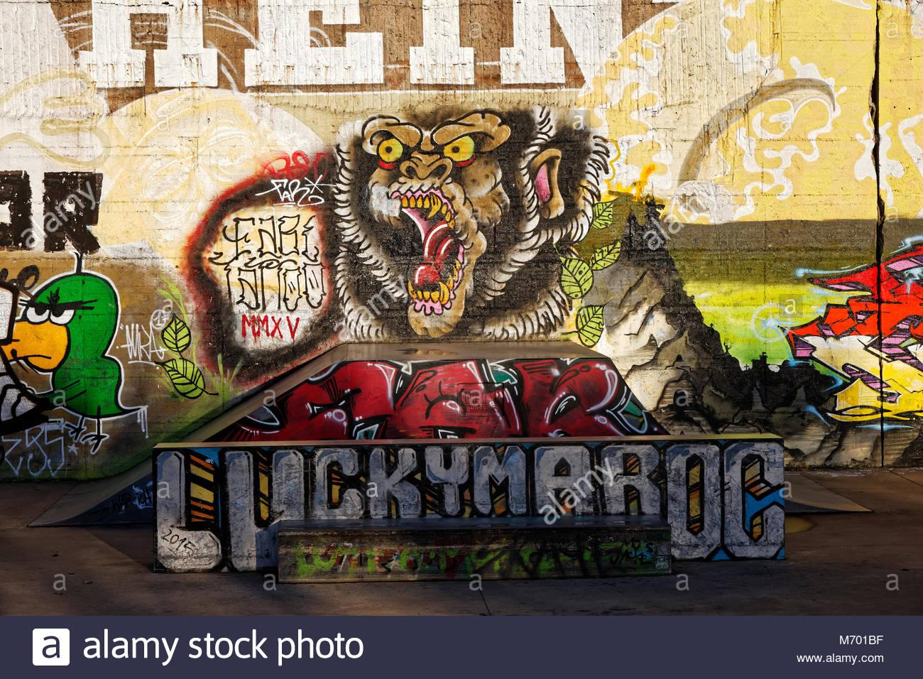 Graffiti Duisburg skatepark graffiti wall painting sport half pipe recreation