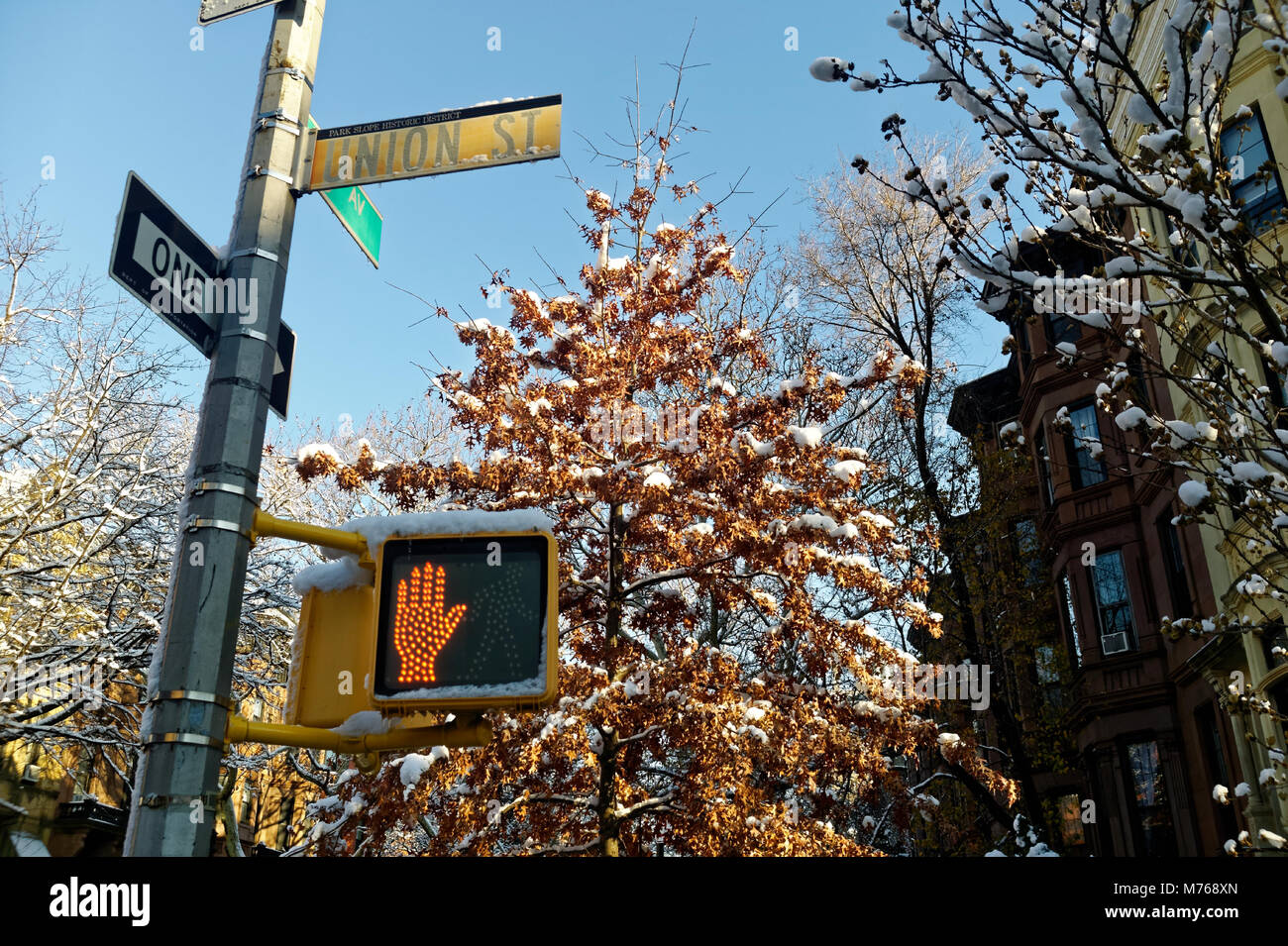 Crossing and street sign in Union Street, Park Slope Brooklyn. - Stock Image
