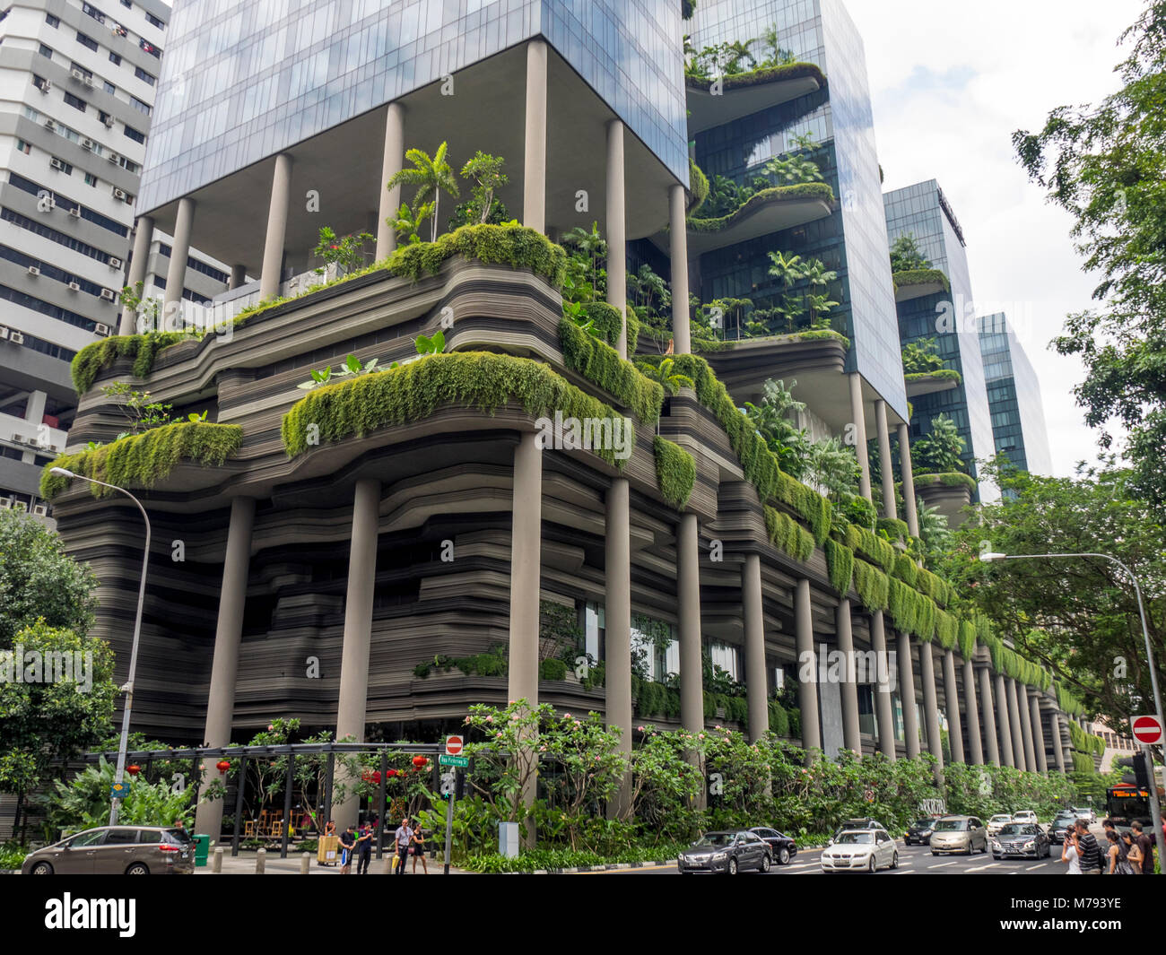 the-parkroyal-on-pickering-hotel-utilizing-green-technology-with-the-M793YE.jpg